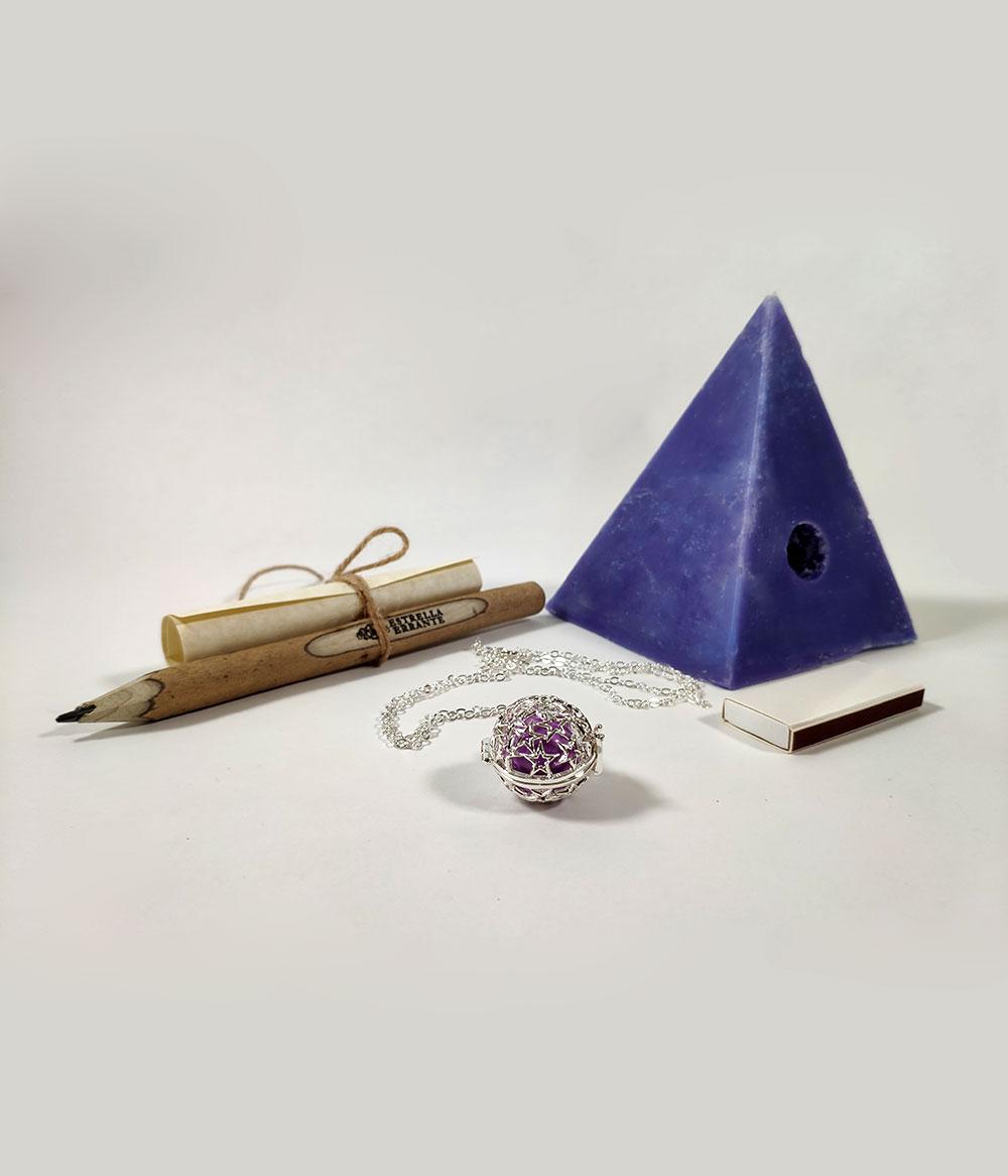 Vela Pirámide lila de los deseos